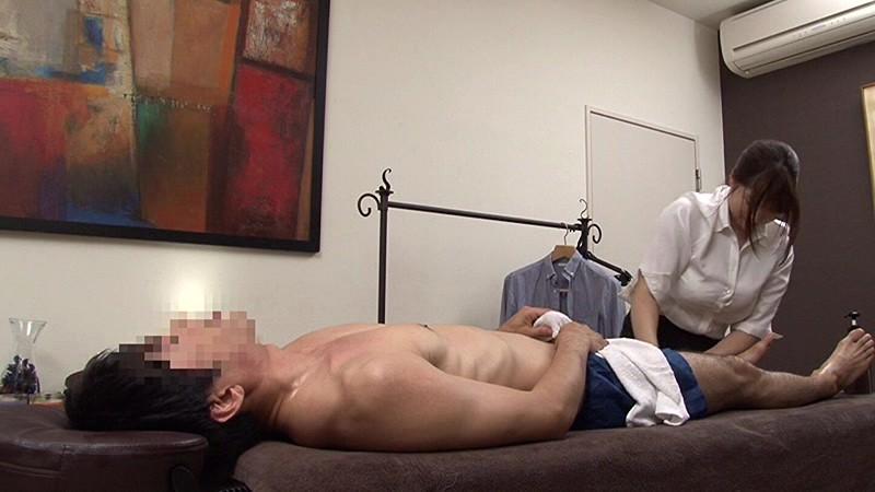 「『大きな胸でゴメンナサイ』仕事中に胸があたり自分のせいで勃起させたチ○ポを握らされた歯科衛生士/トレーナー/看護師/セラピストは敏感すぎて職場セックスも拒めない」VOL.1  サンプル画像 15