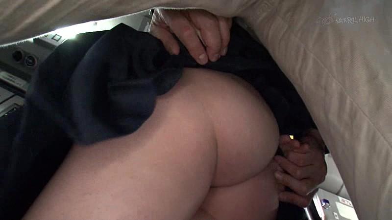 満員バスで背後から制服越しにねっとり乳揉み痴●され腰をクネらせ感じまくる巨乳女子校生  サンプル画像 1
