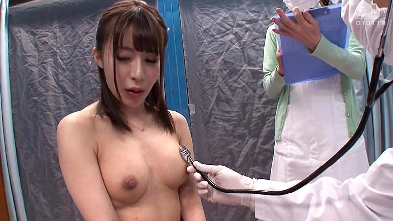 マジックミラー号ハードボイルド 働く女性を「私、健康団体の医師ですが、ボランティアで働く女性に健康診断を実施させて頂いてます」とダマしてナンパ お得意の膣内検診テクニックでアクメを吹かせたOLさんは意外とすんなりデカチン挿入&ナマ中出しを許しちゃうなんて!  サンプル画像 15