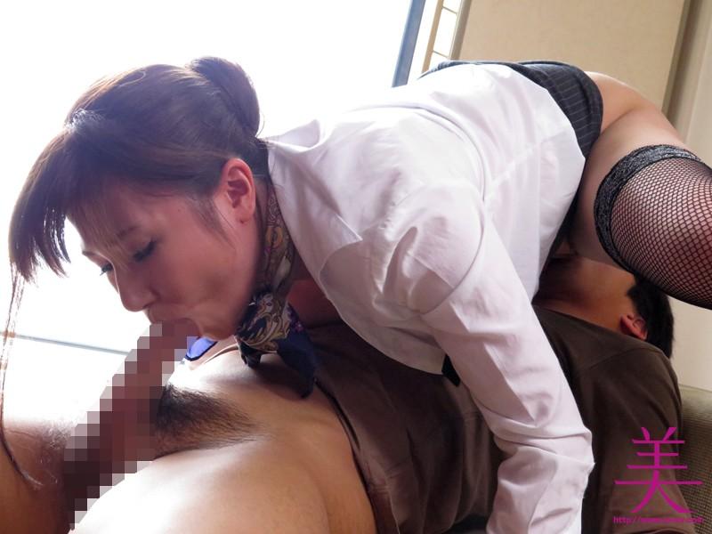 美爆乳の客室乗務員にイヤラしい卑猥な上品淫語で犯●れたい 千乃あずみ  サンプル画像 8