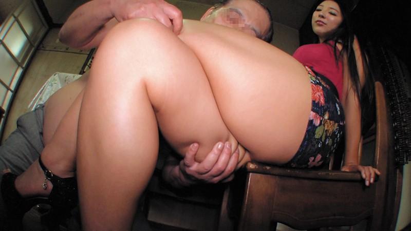 乳首びんびんドスケベ介護士 でか乳輪ガチムチ猥褻ボディの淫乱痴女  サンプル画像 3