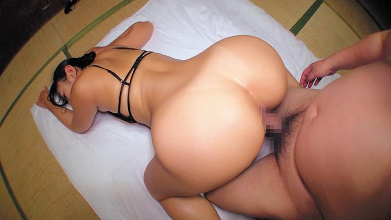 乳首びんびんドスケベ介護士 でか乳輪ガチムチ猥褻ボディの淫乱痴女  サンプル画像 9