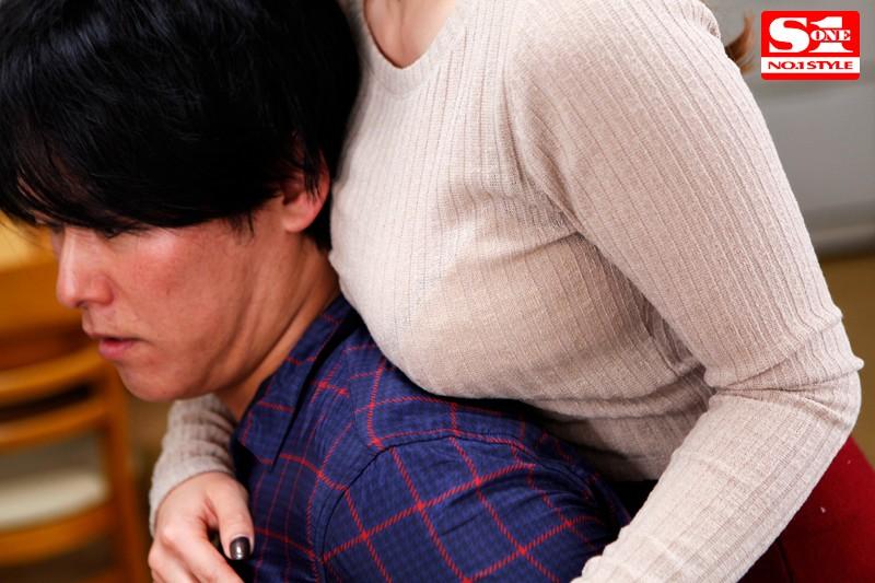 無意識のうちに胸を押し当てる巨乳お姉さんがけしからん 奥田咲  サンプル画像 2