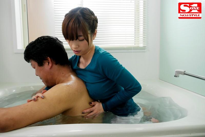 無意識のうちに胸を押し当てる巨乳お姉さんがけしからん 奥田咲  サンプル画像 3